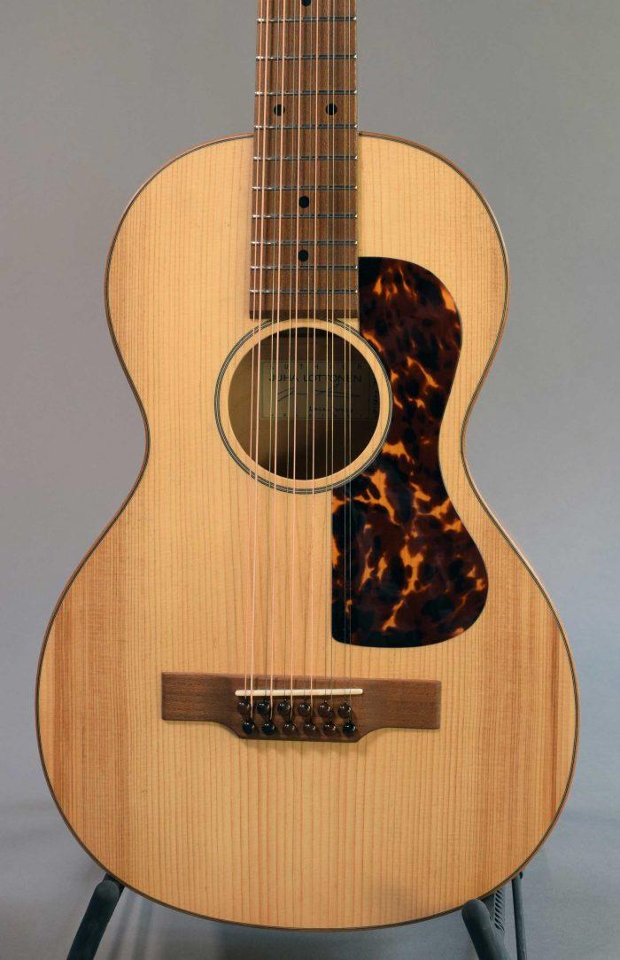 Lottonen 12-kielinen kitara